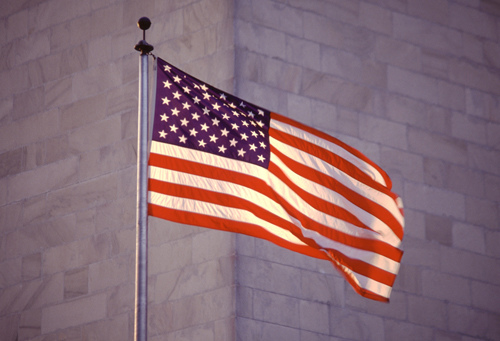 Washington Monument and USA Flag von globevision by Flickr.com