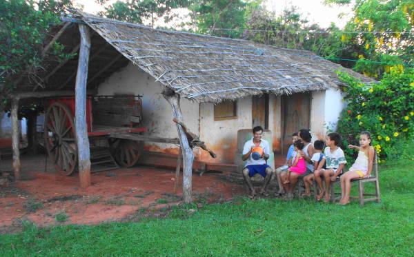 Paraguayer vorm Haus cc http://parakay.blogspot.de/