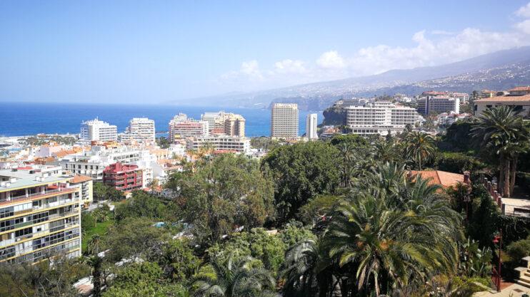 Blick vom Taoro Park auf Puerto de la Cruz und die Nordküste